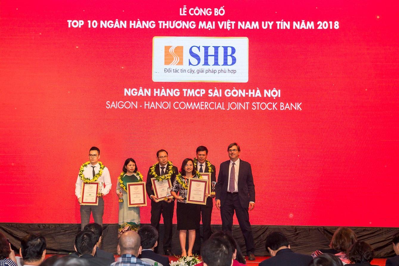 Bà Ngô Thu Hà – Phó Tổng Giám đốc SHB nhận giải thưởng Top 10 NHTM Việt Nam Uy tín năm 2018